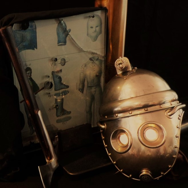 THE CONTEMPORARY STEAMPUNK CABINET all rights reserved Photo by VOITURES10 rauchhelm smoke helmet R